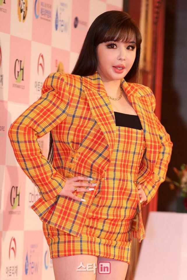 Park Bom tang can anh 1