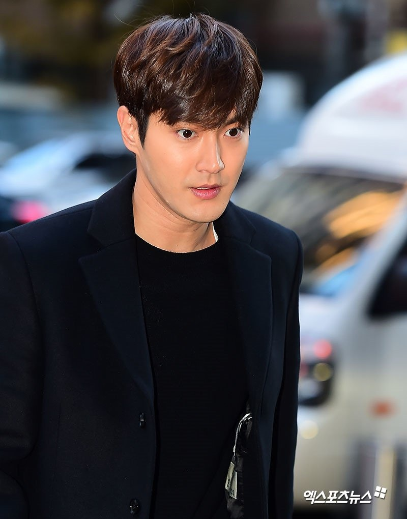 Choi Si Won gia nua anh 9