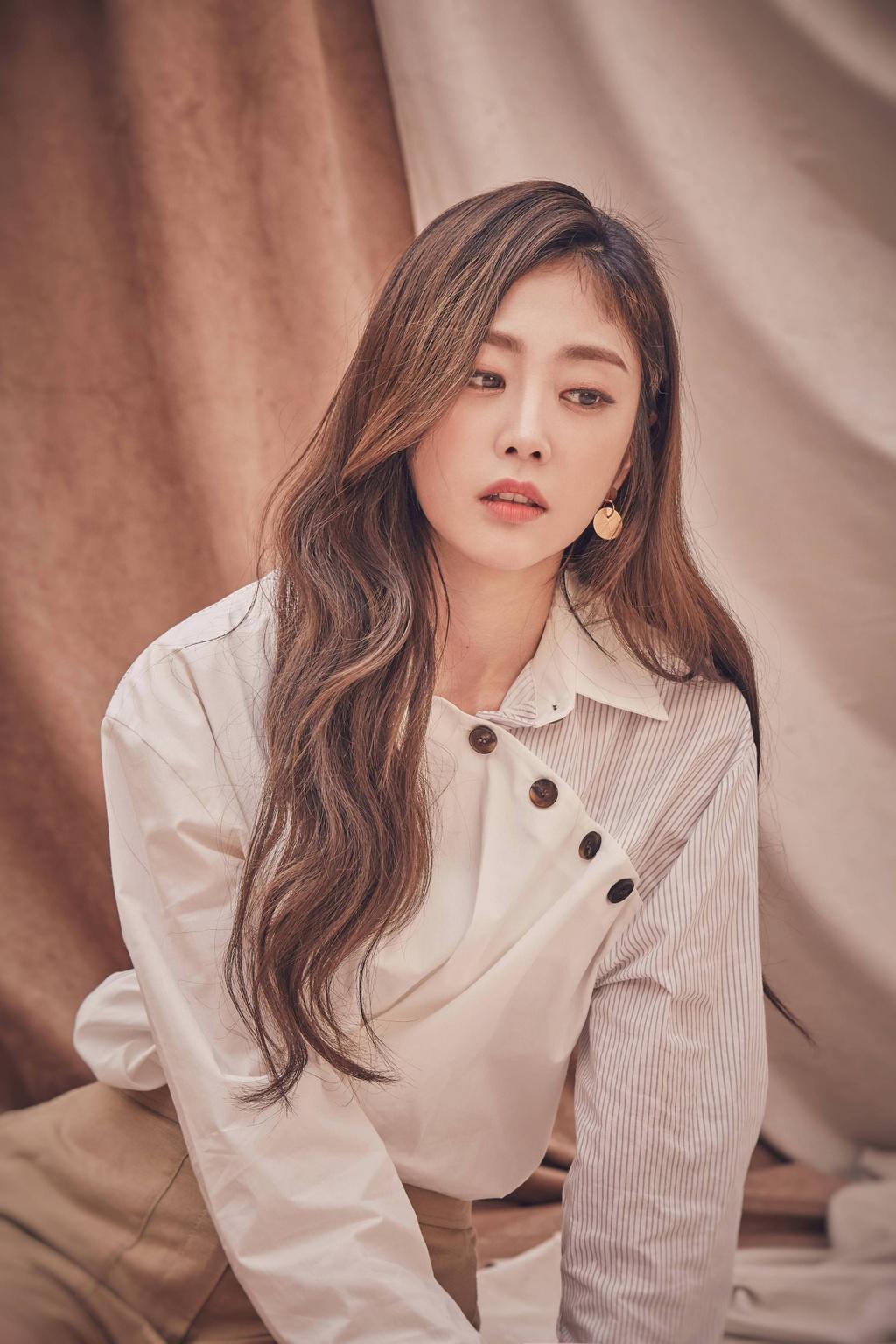 Seo Ji Soo bi chi trich vi dien bikini anh 8