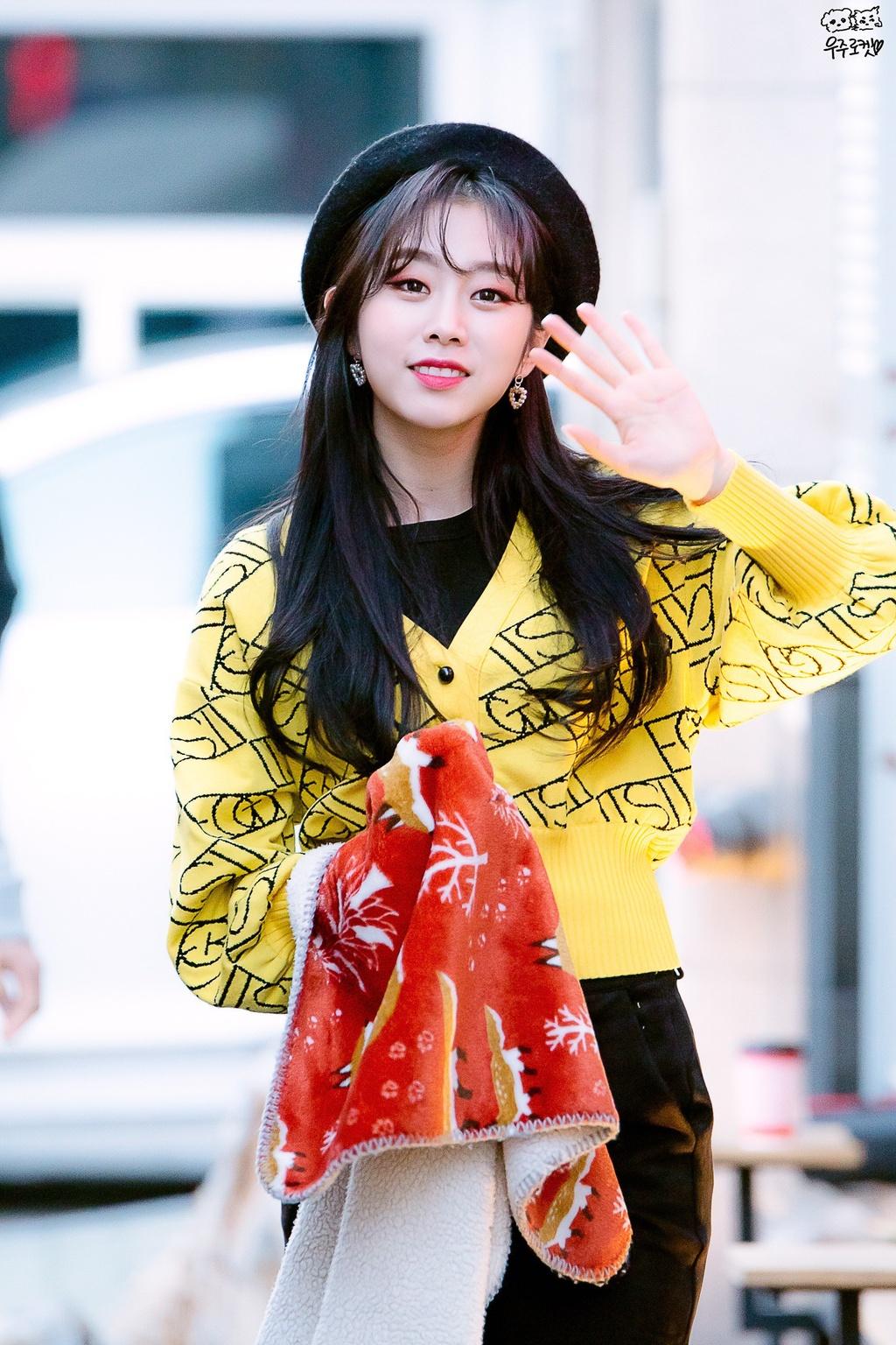 Seo Ji Soo bi chi trich vi dien bikini anh 17
