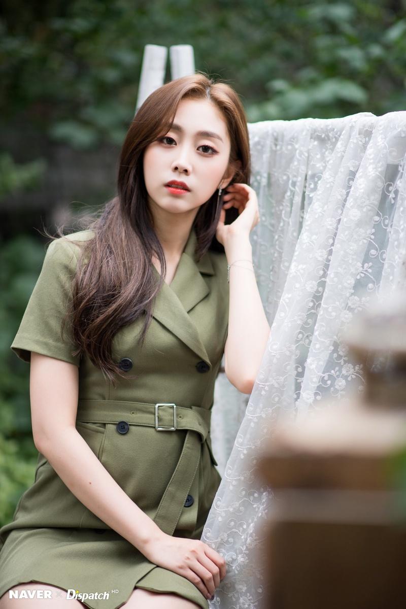 Seo Ji Soo bi chi trich vi dien bikini anh 7