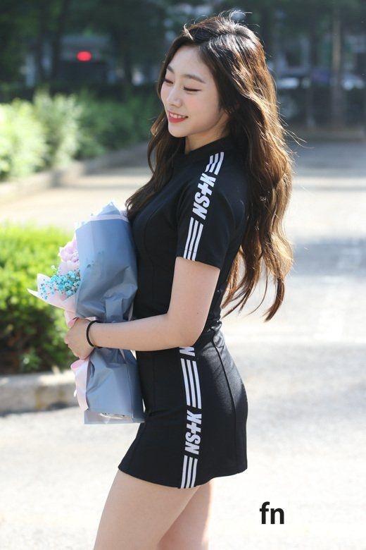 Seo Ji Soo bi chi trich vi dien bikini anh 10