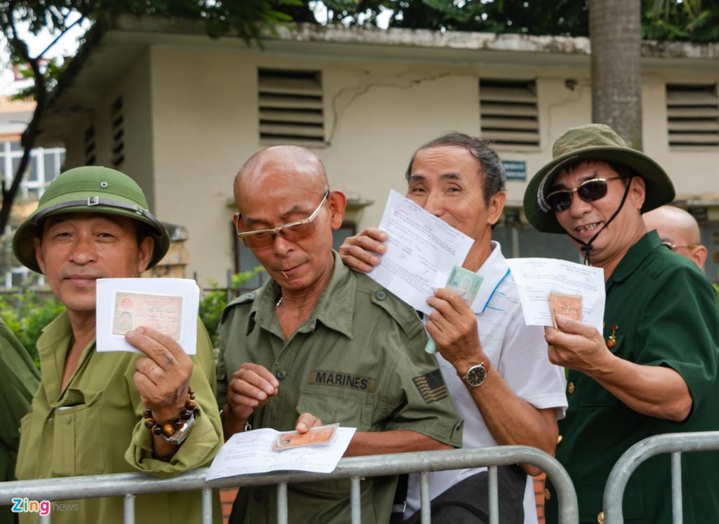 Dan phe cheo keo thuong binh ban lai ve tran Viet Nam vs Malaysia anh 3