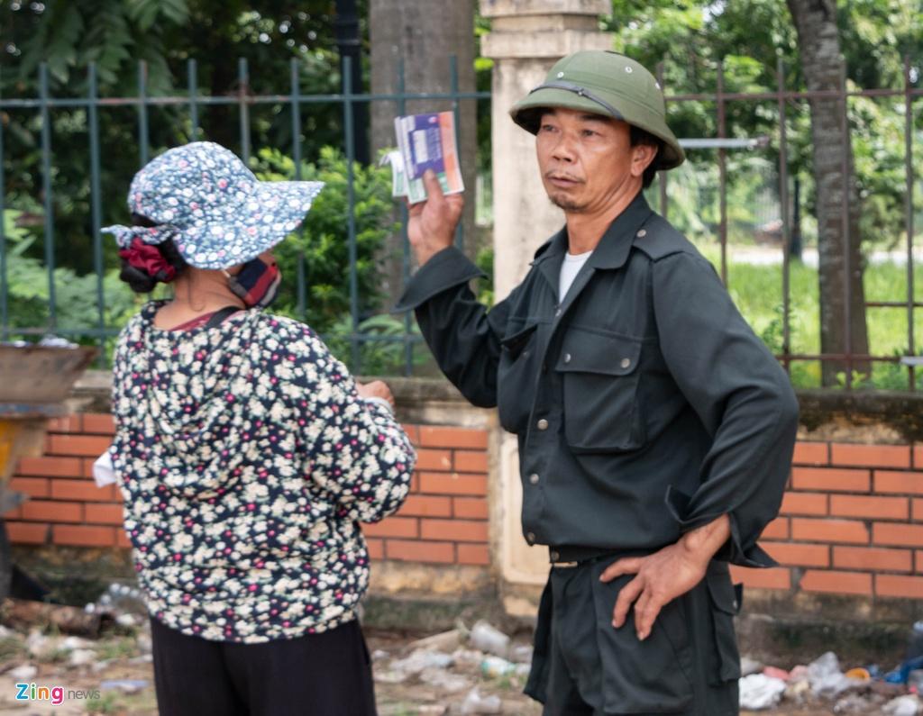 Dan phe cheo keo thuong binh ban lai ve tran Viet Nam vs Malaysia anh 7