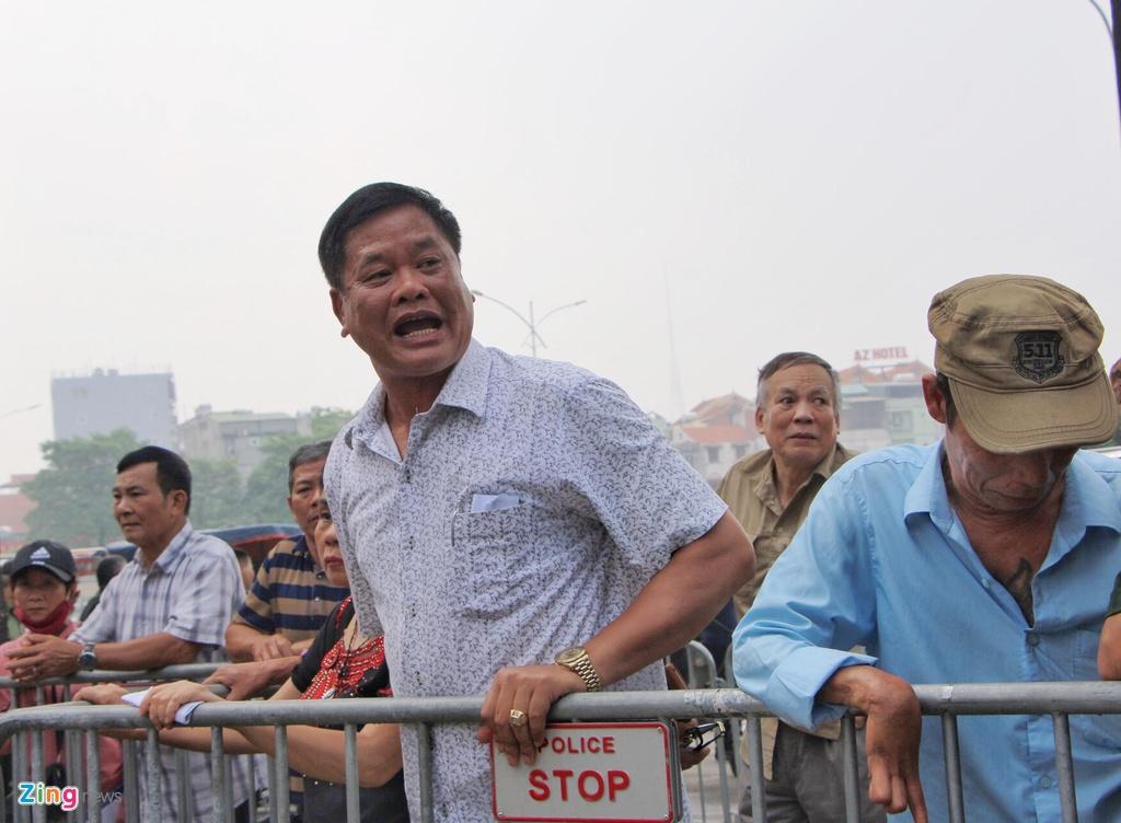 Dan phe cheo keo thuong binh ban lai ve tran Viet Nam vs Malaysia anh 4