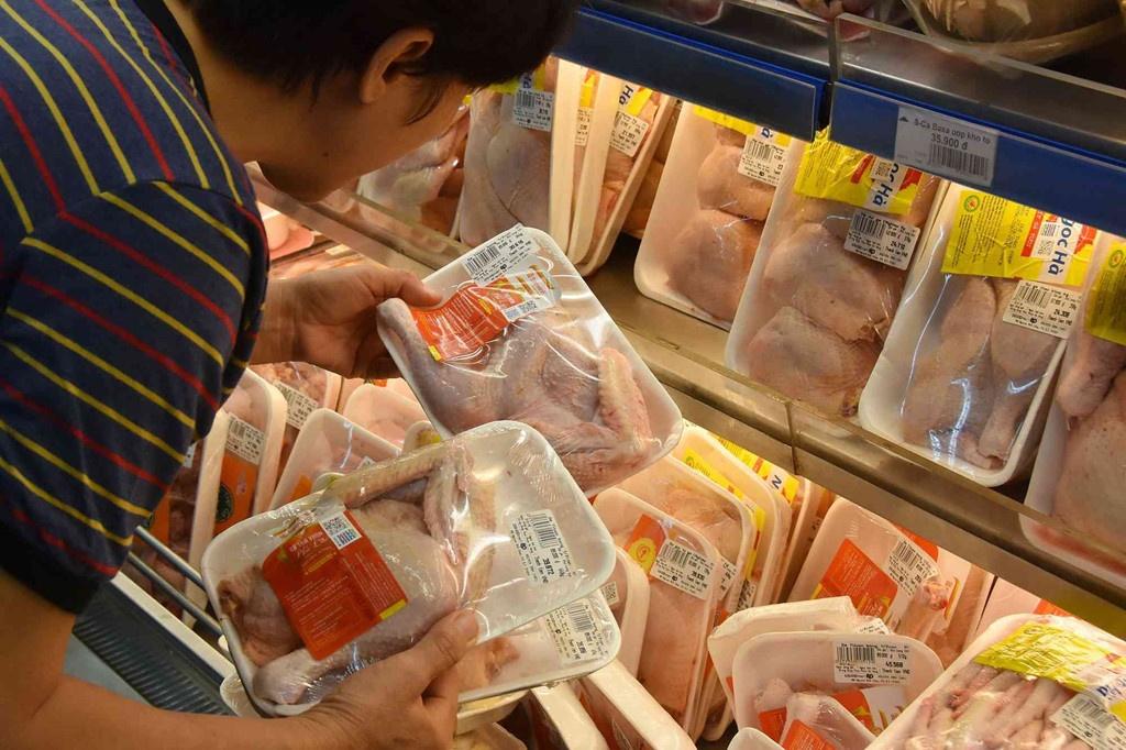 Vì sao gà Mỹ và Brazil về Việt Nam giá chưa đến 20.000 đồng/kg?