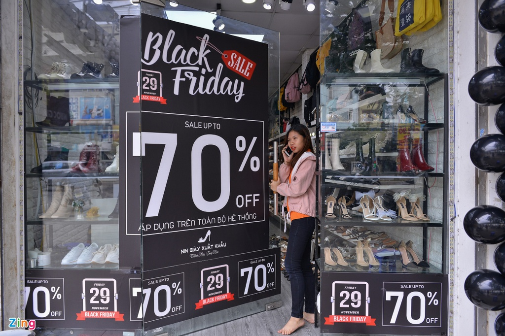 So canh chen lan, cuop hang Black Friday, nhieu nguoi san sale som hinh anh 8