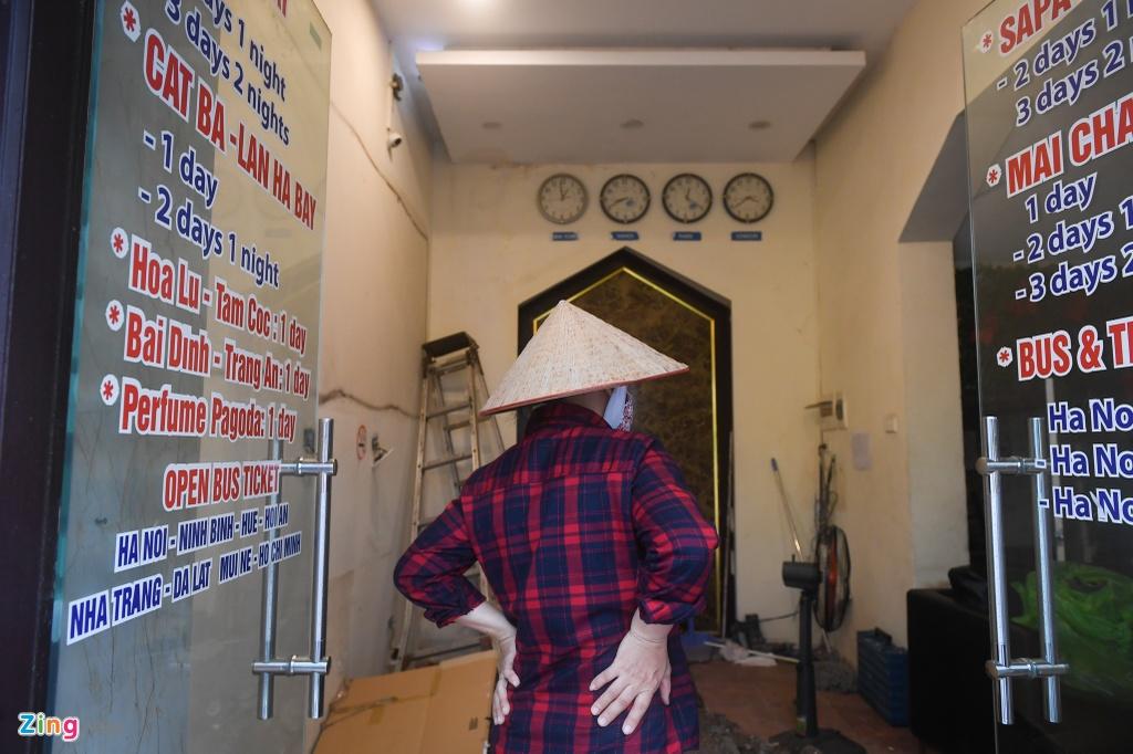 Hang loat cua hang o pho co Ha Noi dong cua anh 10