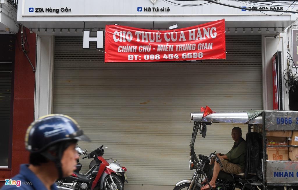 Hang loat cua hang o pho co Ha Noi dong cua anh 11