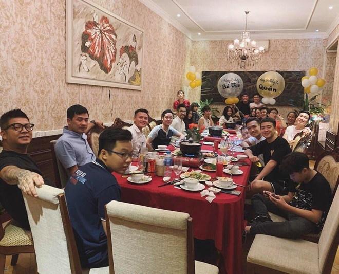 Chuyen tinh cau thu: Van Duc vua cong khai, Van Hau vuong tin chia tay hinh anh 5