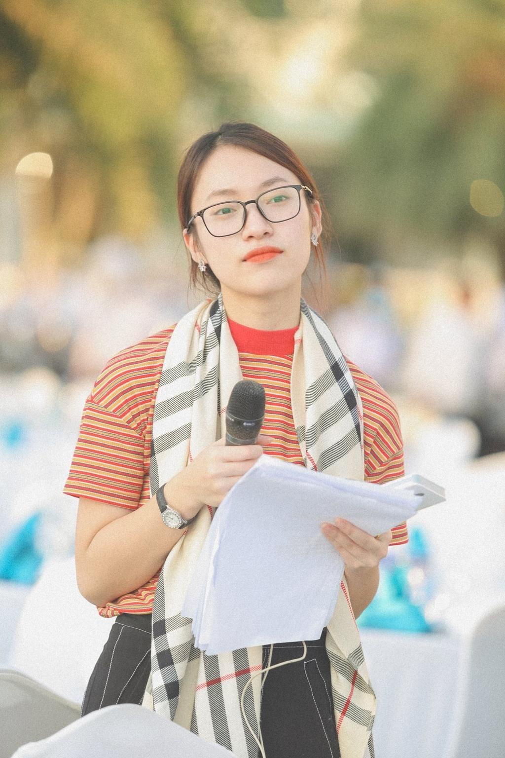 Hot girl Khanh Vy: 'Minh lam nhieu hon mot co gai noi 7 thu tieng' hinh anh 4