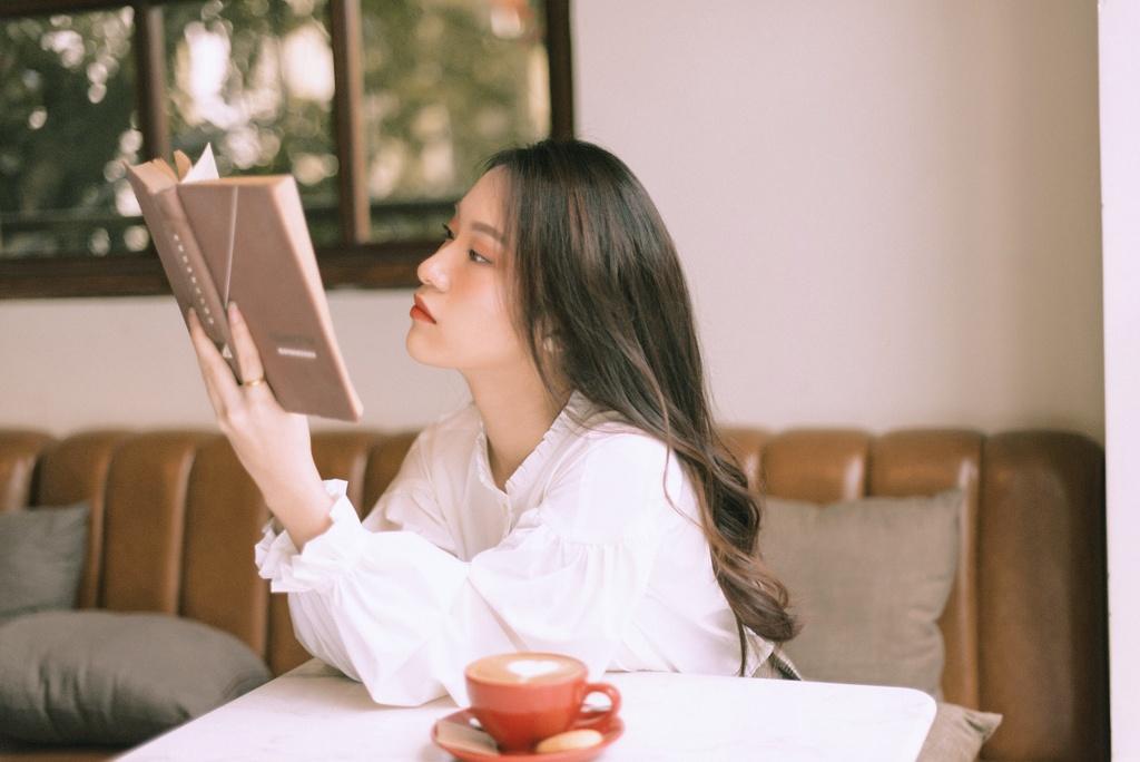 Hot girl Khanh Vy: 'Minh lam nhieu hon mot co gai noi 7 thu tieng' hinh anh 6
