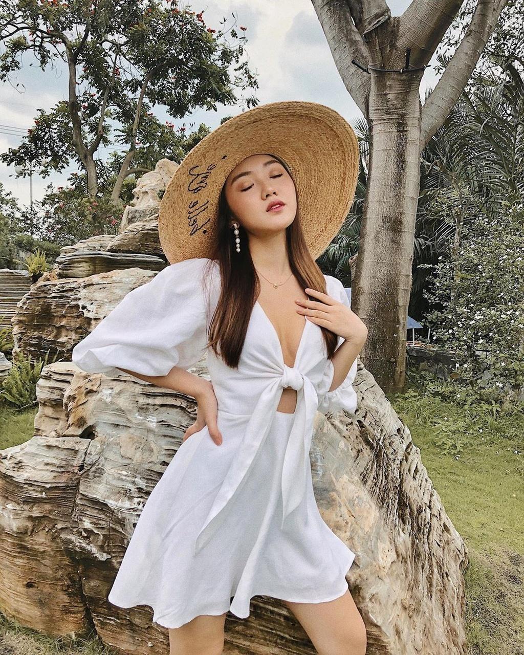 2 beauty blogger bang tuoi, xuat than giau co, ngoai hinh cuon hut hinh anh 4