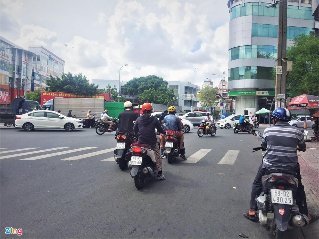 Loi pho bien cua nguoi Viet khi chay xe may anh 1
