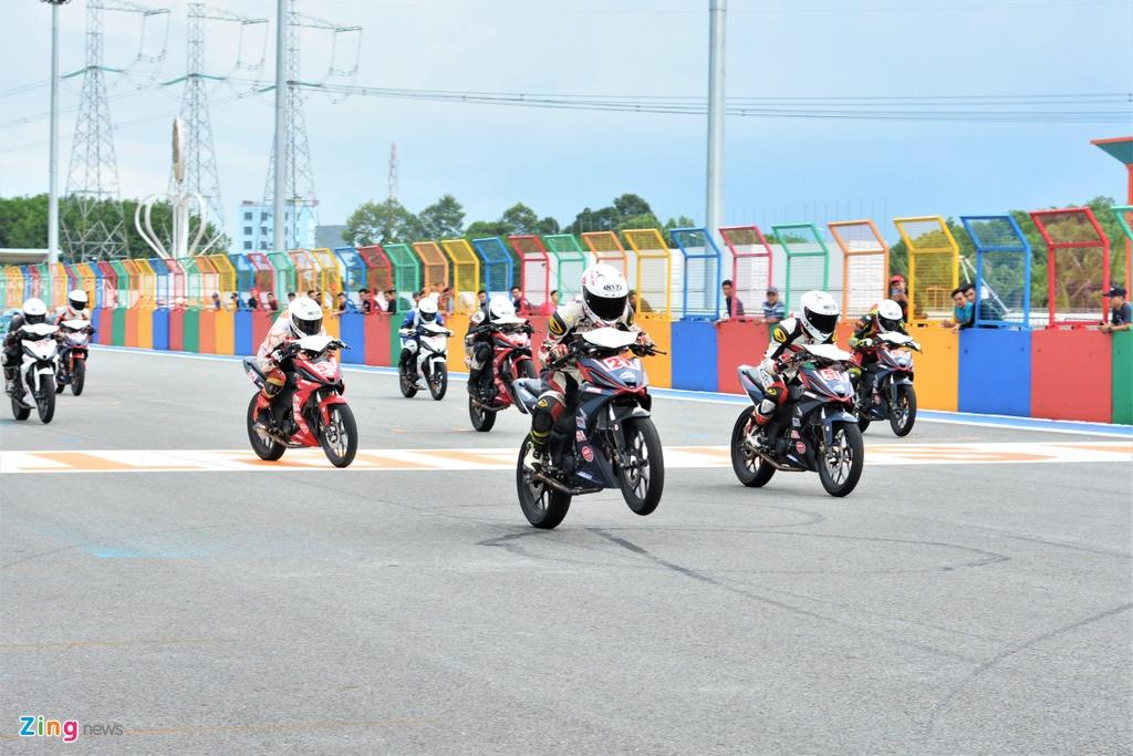 Toan canh chang 3 giai dua xe moto Viet Nam VMRC 2019 hinh anh 1
