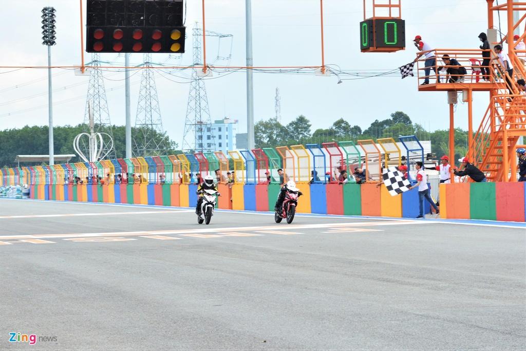 Toan canh chang 3 giai dua xe moto Viet Nam VMRC 2019 hinh anh 11