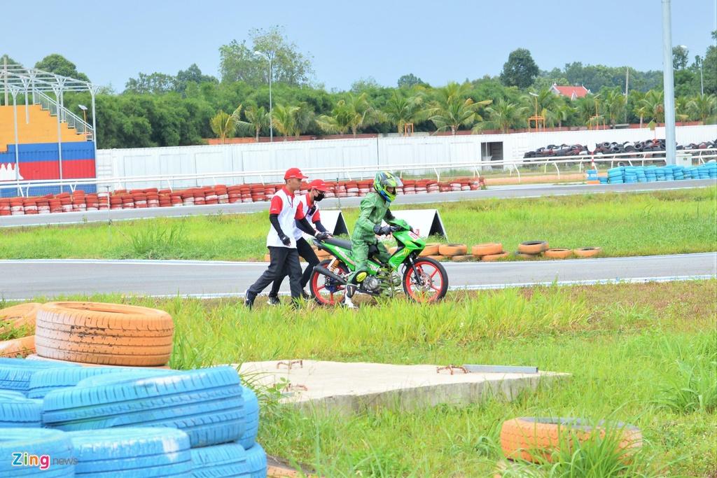 Toan canh chang 3 giai dua xe moto Viet Nam VMRC 2019 hinh anh 16