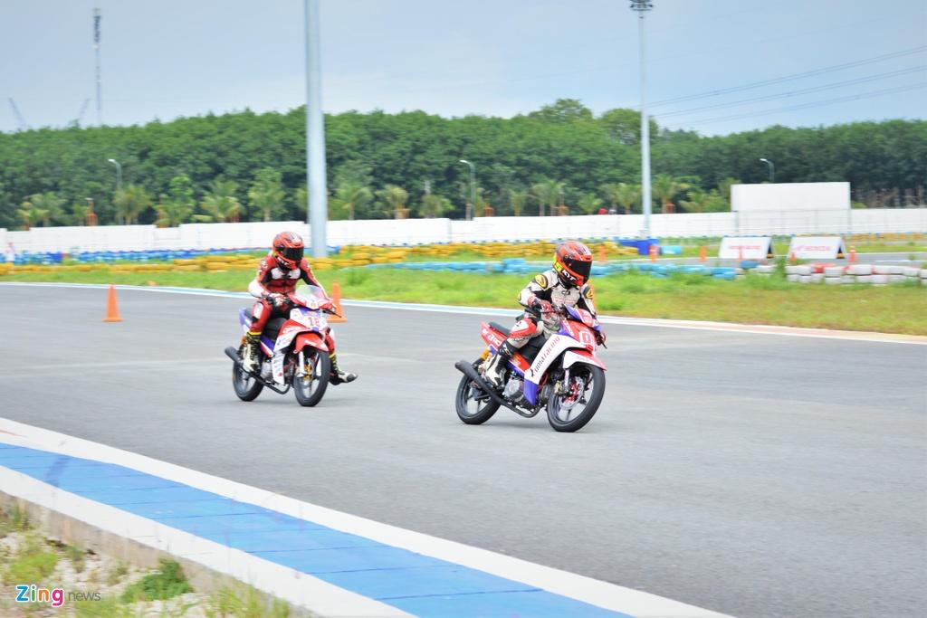 Toan canh chang 3 giai dua xe moto Viet Nam VMRC 2019 hinh anh 15