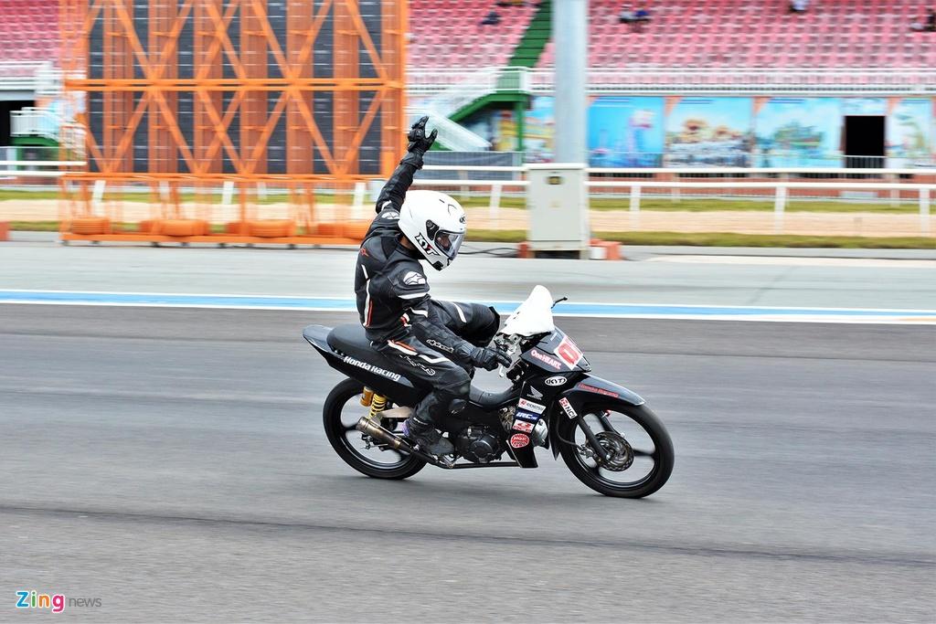 Toan canh chang 3 giai dua xe moto Viet Nam VMRC 2019 hinh anh 6
