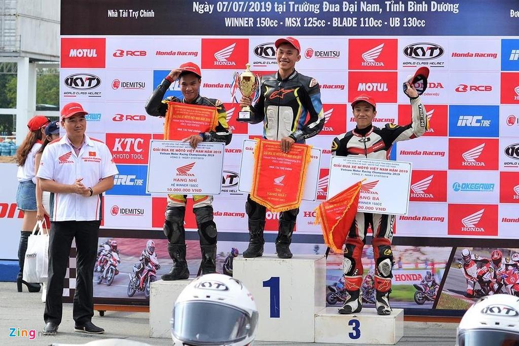 Toan canh chang 3 giai dua xe moto Viet Nam VMRC 2019 hinh anh 19