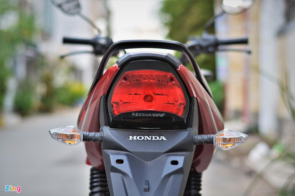 Chi tiet Honda CB150 Verza tai VN, moto gia chi 49 trieu dong hinh anh 9