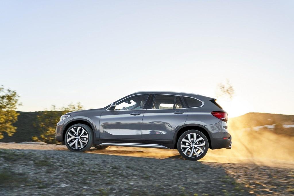 BMW X1 2020 ra mat tai Australia, noi bat voi luoi tan nhiet khong lo hinh anh 4