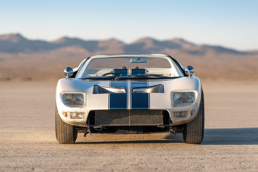 Dau gia sieu xe Ford GT40 Roadster tri gia hon 9 trieu USD hinh anh 6