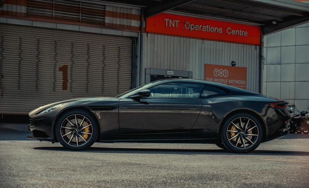 Aston Martin DB11 cap ben Viet Nam anh 3