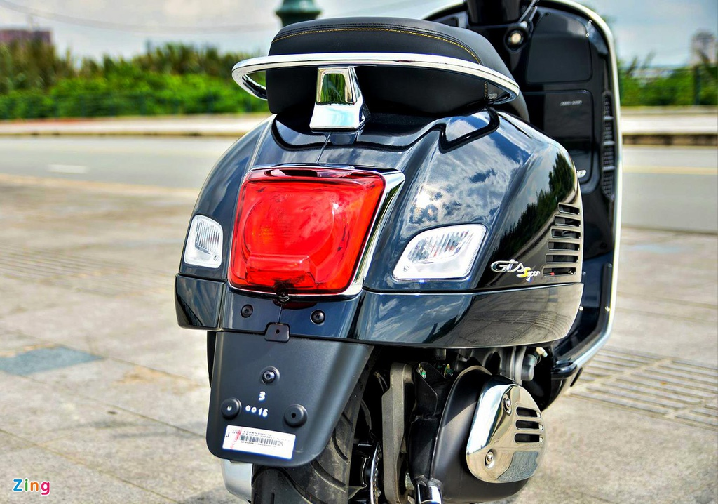 Chi tiet Vespa GTS 300 HPE - dong co moi, gia 155 trieu dong hinh anh 3