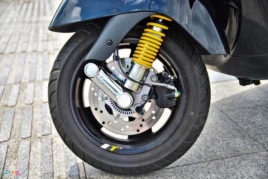 Chi tiet Vespa GTS 300 HPE - dong co moi, gia 155 trieu dong hinh anh 4