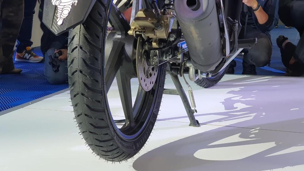 Michelin ra mat Pilot Street 2 - lop xe may pho thong gia cao hinh anh 1
