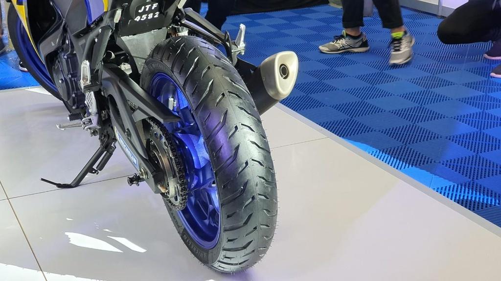 Michelin ra mat Pilot Street 2 - lop xe may pho thong gia cao hinh anh 2