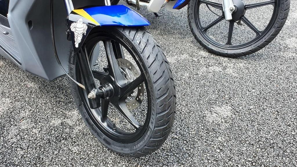 Michelin ra mat Pilot Street 2 - lop xe may pho thong gia cao hinh anh 4