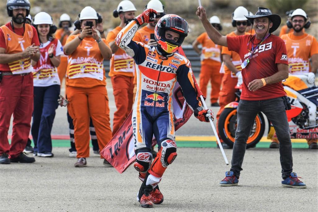 Toan canh MotoGP chang 14 - Marquez thang o chang dua thu 200 hinh anh 1