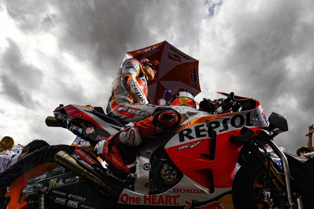Toan canh MotoGP chang 14 - Marquez thang o chang dua thu 200 hinh anh 2