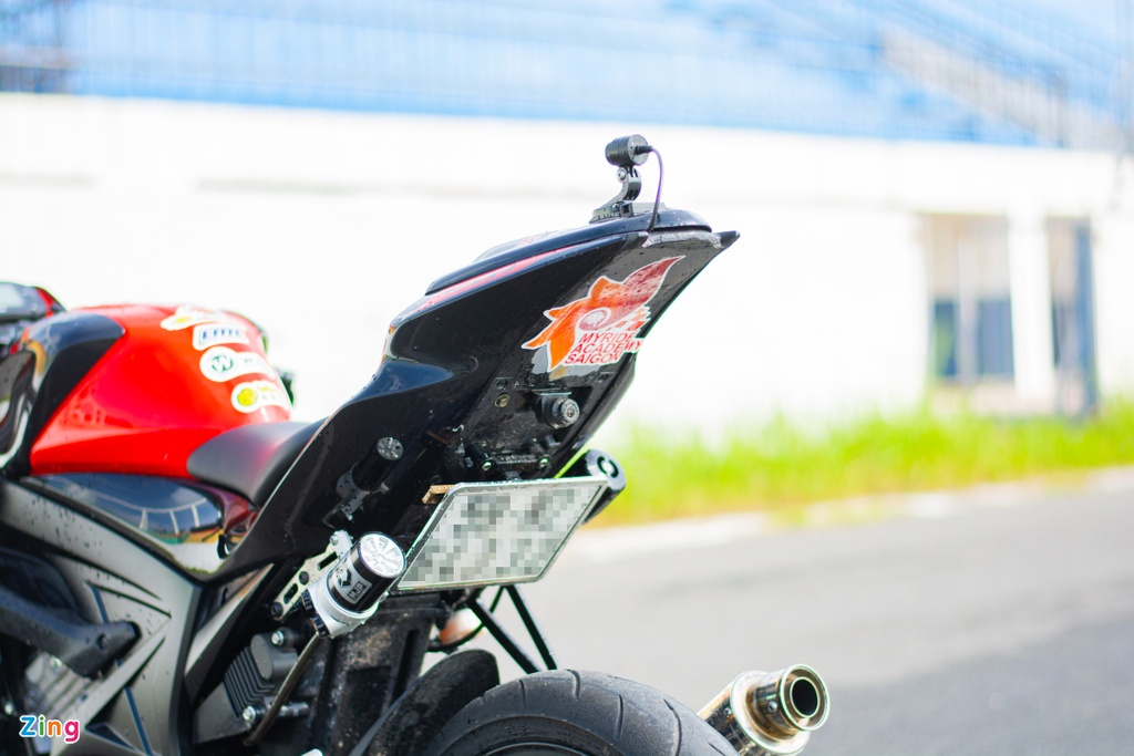 Chiem nguong Suzuki GSX-S150 phien ban xe dua - doc nhat vo nhi tai VN hinh anh 10