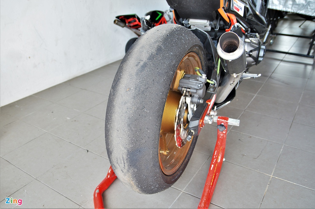 Nakedbike Kawasaki Z800 do thanh phien ban xe dua chuyen nghiep hinh anh 15