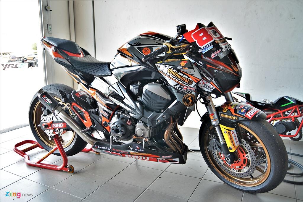 Nakedbike Kawasaki Z800 do thanh phien ban xe dua chuyen nghiep hinh anh 1