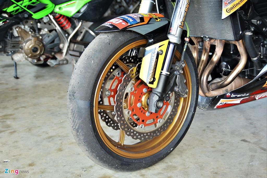 Nakedbike Kawasaki Z800 do thanh phien ban xe dua chuyen nghiep hinh anh 2