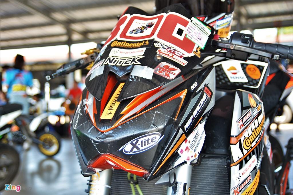 Nakedbike Kawasaki Z800 do thanh phien ban xe dua chuyen nghiep hinh anh 3