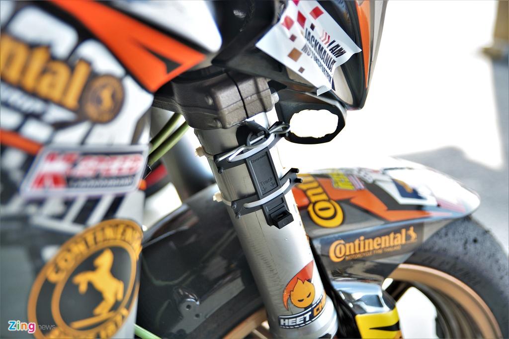 Nakedbike Kawasaki Z800 do thanh phien ban xe dua chuyen nghiep hinh anh 9