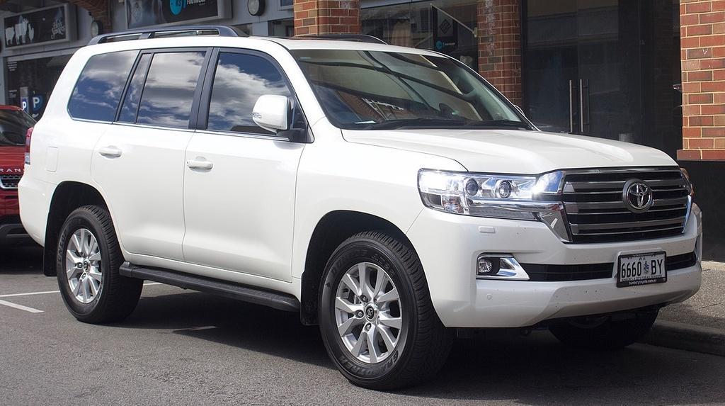 5 oto co doanh so thap nhat VN thang 1/2019 - Suzuki Swift ban 1 xe hinh anh 3 1200px_2016_2018_Toyota_Land_Cruiser_VDJ200R_VX_wagon_2018_09_03_01.jpg