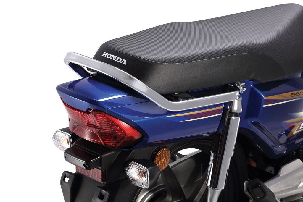 Tại thị trường Malaysia, Honda EX5 có tổng cộng 4 màu sắc khác nhau. Trong đó phiên bản bánh căm có 2 màu là Xanh (Pearl Nightfall Blue) và Đen (Pearl Magellanic Black), phiên bản bánh mâm có thêm màu Hồng (Space Magenta Metallic) và Đỏ (Candy Scintillated Red).