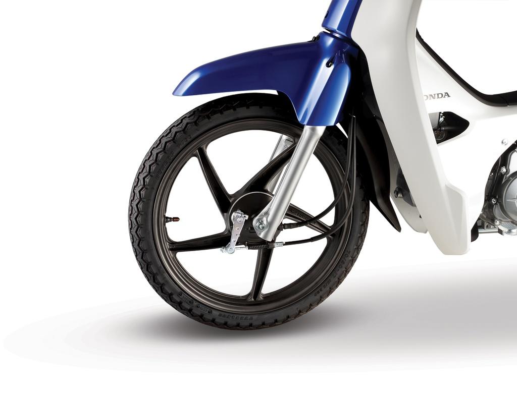 Tương tự thế hệ cũ, hệ thống phanh trên EX5 2020 vẫn sử dụng phanh tang trống cho cả bánh trước và sau. Lẽ ra Honda nên trang bị cho mẫu xe này hệ thống phanh đĩa ở phía trước giống như các mẫu xe phổ thông khác trên thị trường.