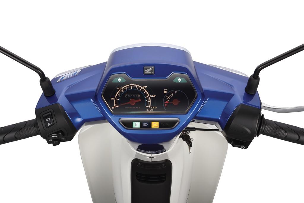 Thiết kế cụm đồng hồ trên xe theo dạng truyền thống, phía bên trái là đồng hồ vận tốc và bên phải là báo xăng. Ở phía dưới đồng hồ chính là cụm đèn báo hiển thị số N, đèn pha, đèn báo FI...