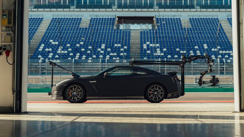 Chiec Nissan GT-R dung lam xe quay phim, nhanh hon ca xe dua hinh anh 3 3_GTRcamera.jpg