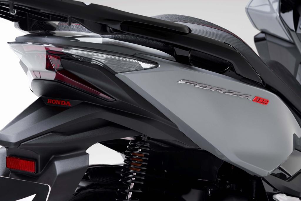 Honda  ra mat xe ga Forza 300 2020 hinh anh 6 2020_honda_forza_300_scooter_12.jpg