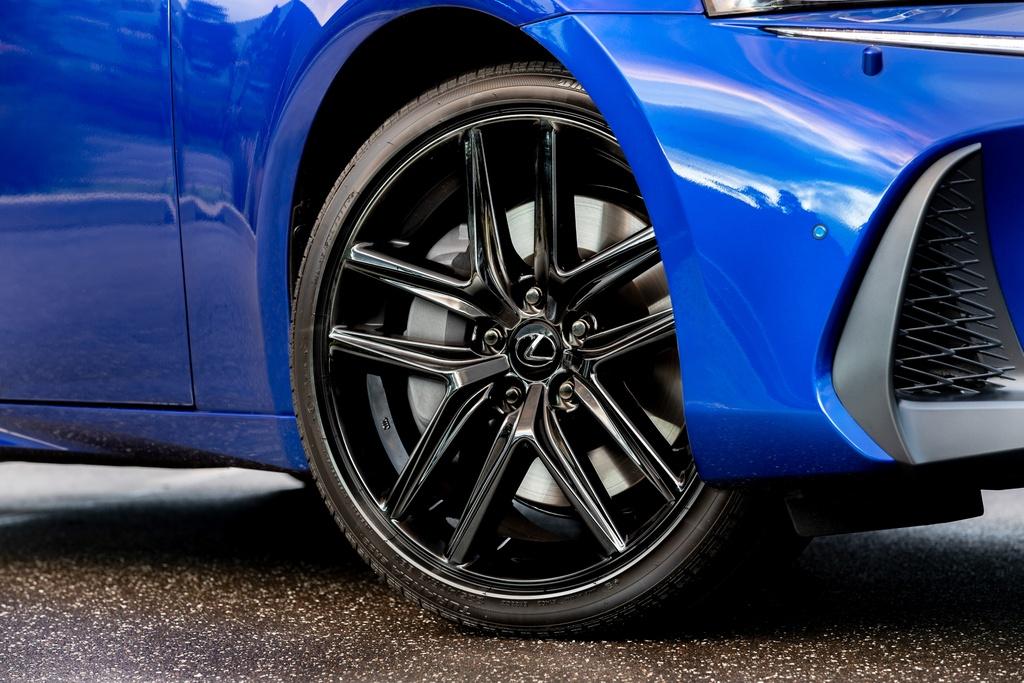 Lexus IS 300 va 350 ra mat phien ban dac biet, gioi han 150 chiec hinh anh 3 3_ISBlackLine.jpg