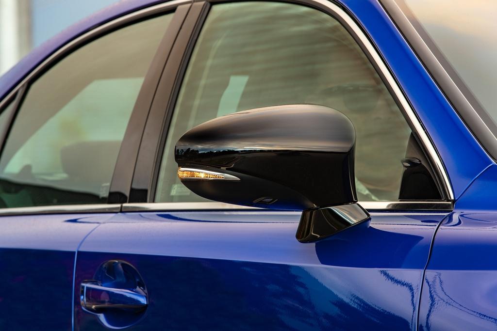 Lexus IS 300 va 350 ra mat phien ban dac biet, gioi han 150 chiec hinh anh 4 4_ISBlackLine.jpg