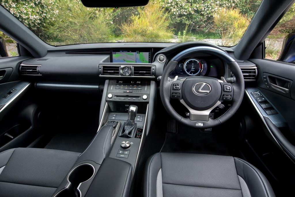 Lexus IS 300 va 350 ra mat phien ban dac biet, gioi han 150 chiec hinh anh 5 5_ISBlackLine.jpg